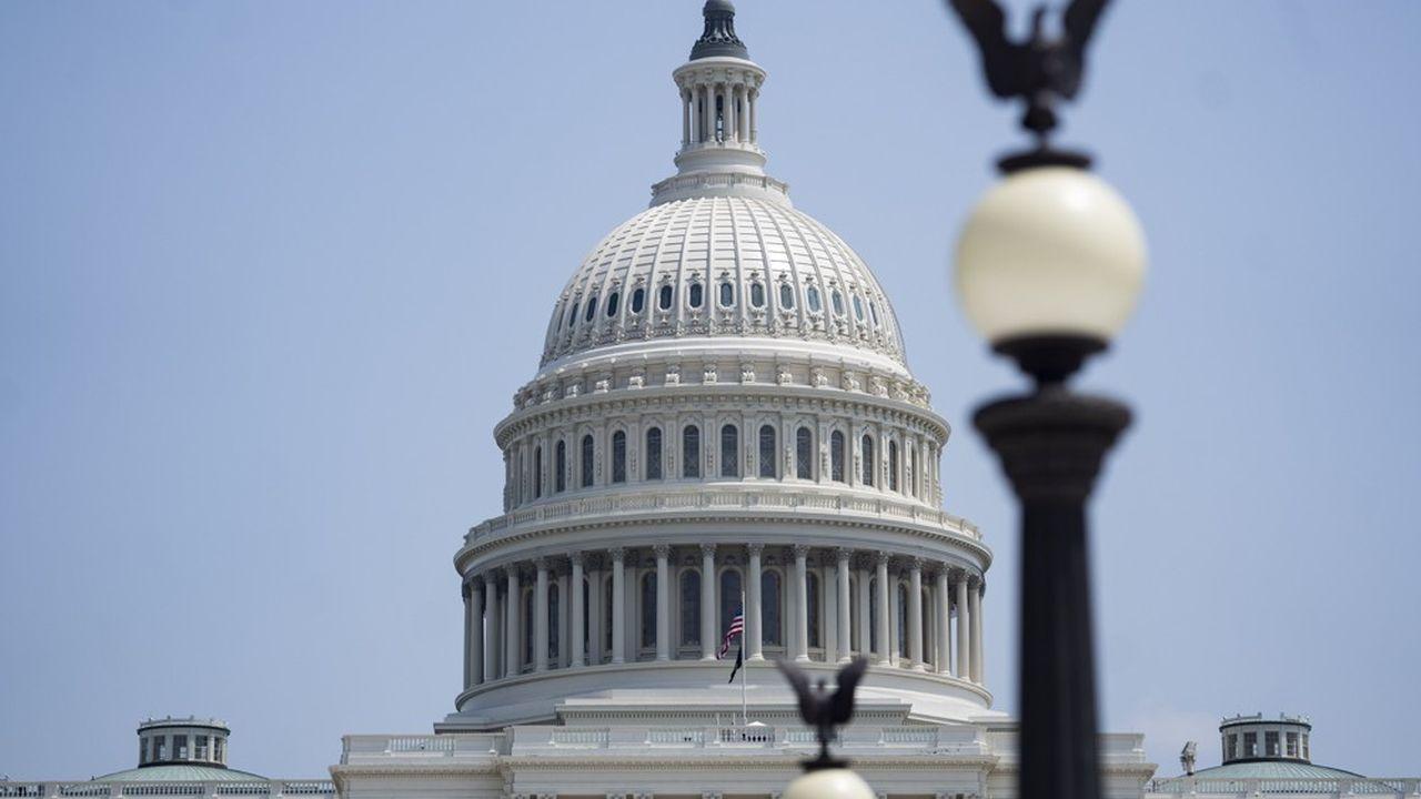 «Les démocrates du Sénat viennent de faire un pas de géant vers la restauration de la classe moyenne du 21e siècle», s'est félicité le chef de la majorité au Sénat Chuck Schumer.