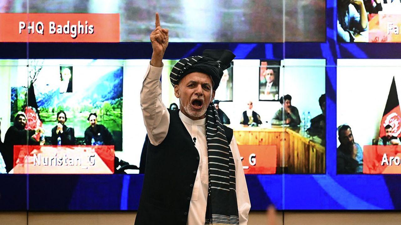Le président afghan, Ashraf Ghani, harangue ses supporters face au rouleau compresseur des talibans.