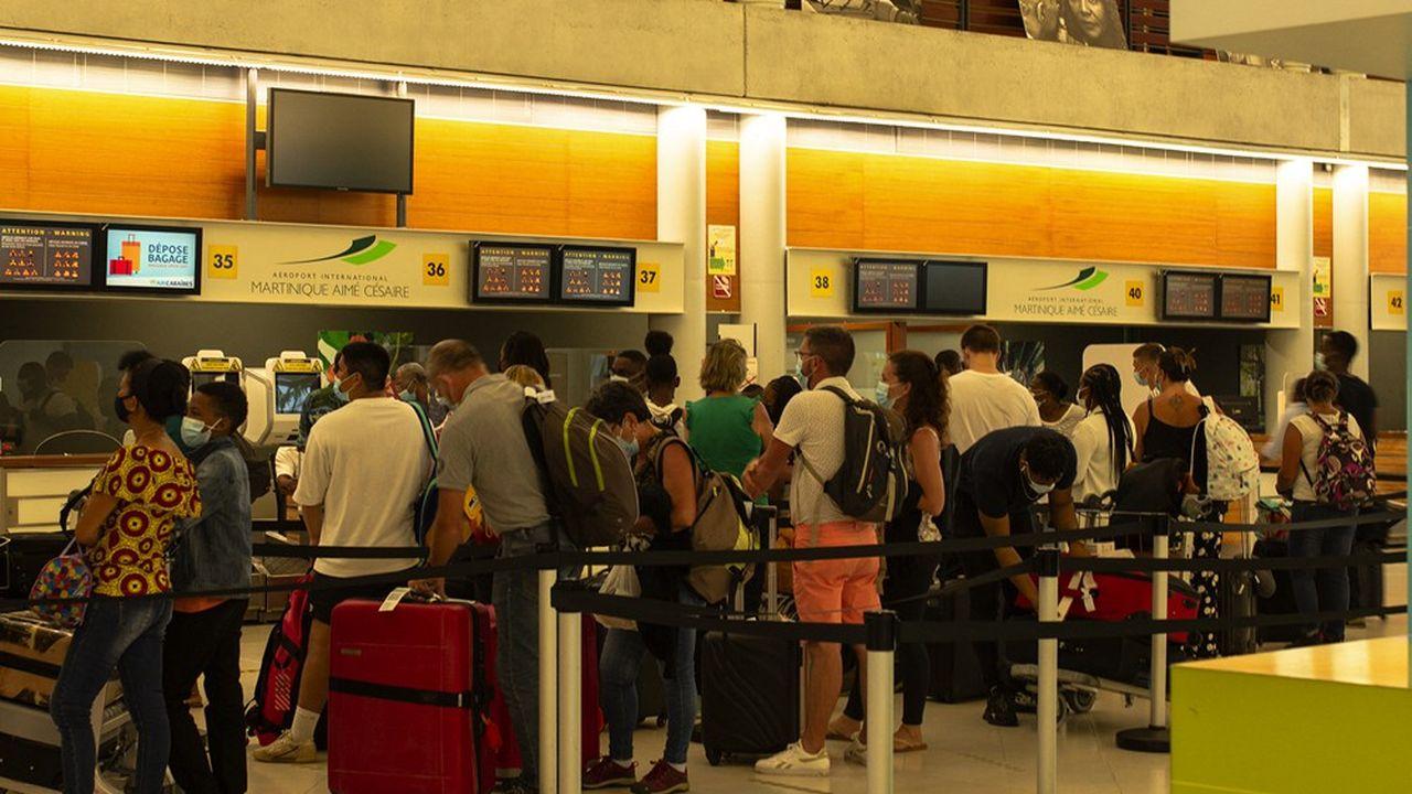 La détérioration de la situation sanitaire en Martinique et à la Guadeloupe oblige les touristes à anticiper leur retour.