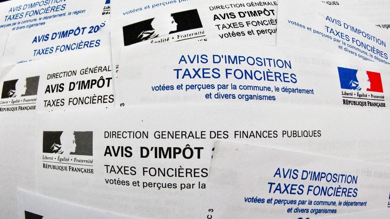 L'augmentation des impôts locaux dans une majorité des communes de France pèse sur le budget des propriétaires fonciers, malgré des taux de crédits bas.