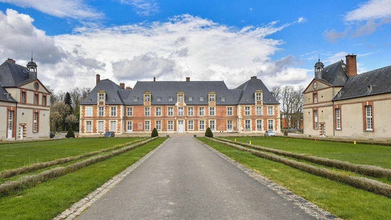 Le vaste domaine de Grignon et son château du XVIIesiècle vont être cédés par l'Etat au promoteur Altarea Cogedim.