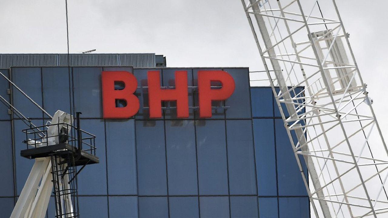BHP, le plus grand groupe minier au monde, tourne le dos au charbon et négocie pour se séparer de ses activités dans le pétrole et le gaz.
