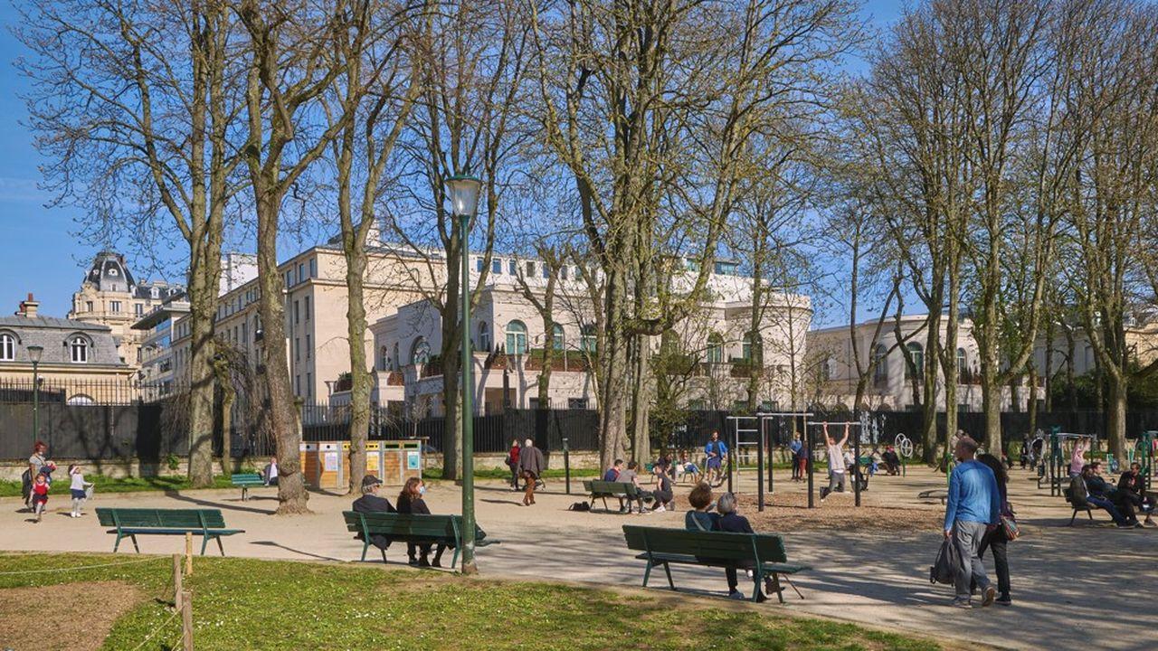 Le 16e arrondissement possède de mutiples espaces verts et concentre d'excellentes écoles. Il attire particulièrement les Français de Londres suite au Brexit.