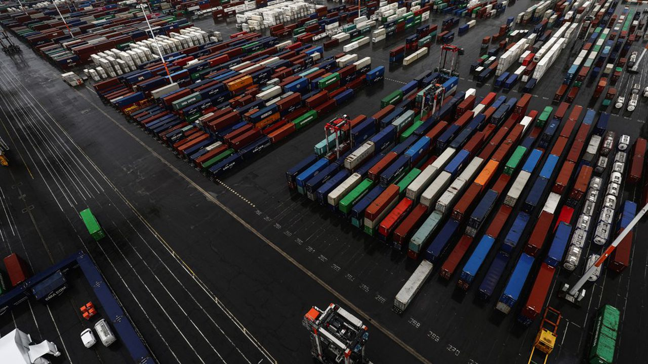 Spécialisé sur le fret maritime de boissons, notamment intercontinental, Hillebrand opère dans 90 pays et devrait expédier cette année environ 500.000 conteneurs équivalent vingt pieds (EVP).
