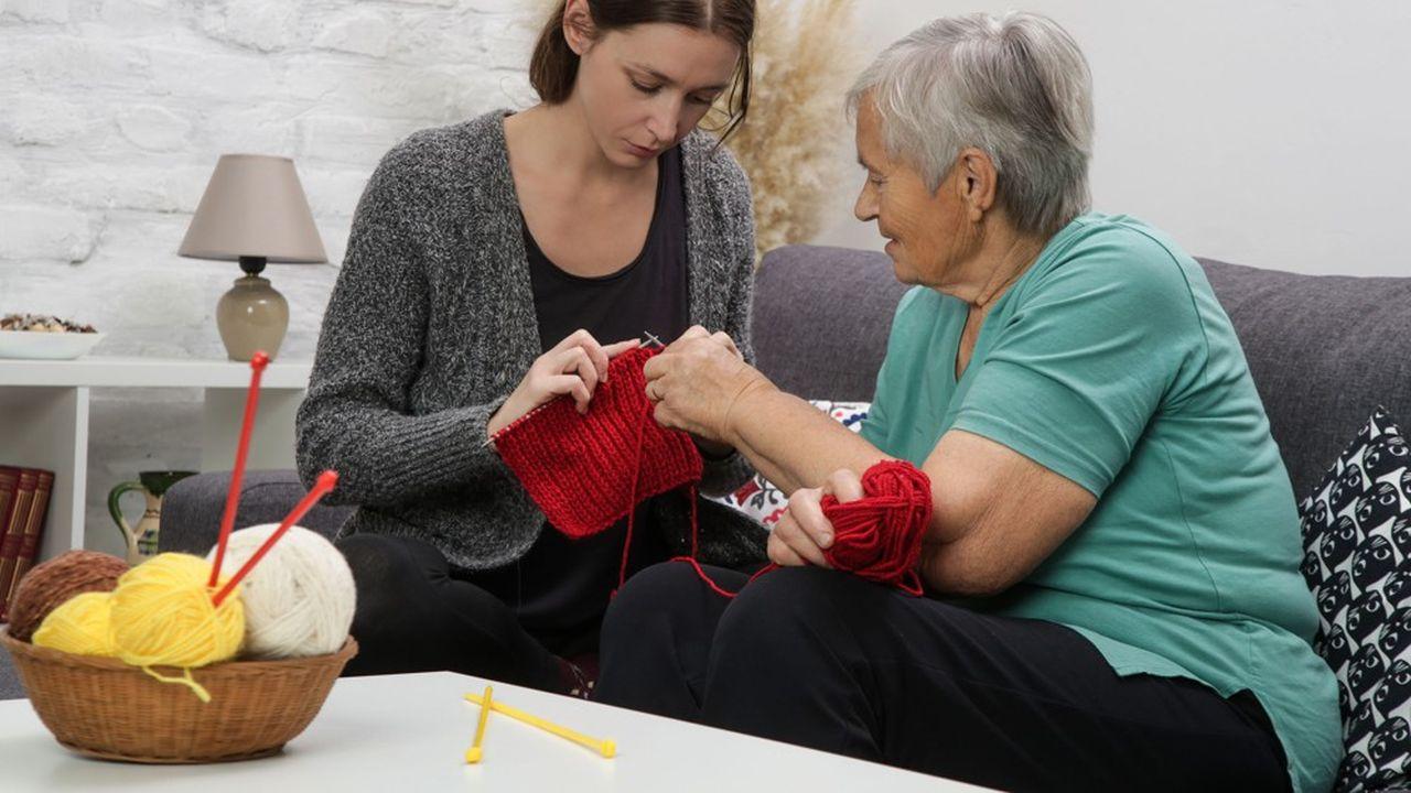 Le logement intergénérationnel permet aux étudiants de cohabiter avec des personnes âgées, une solution face à la difficulté de trouver un logement.