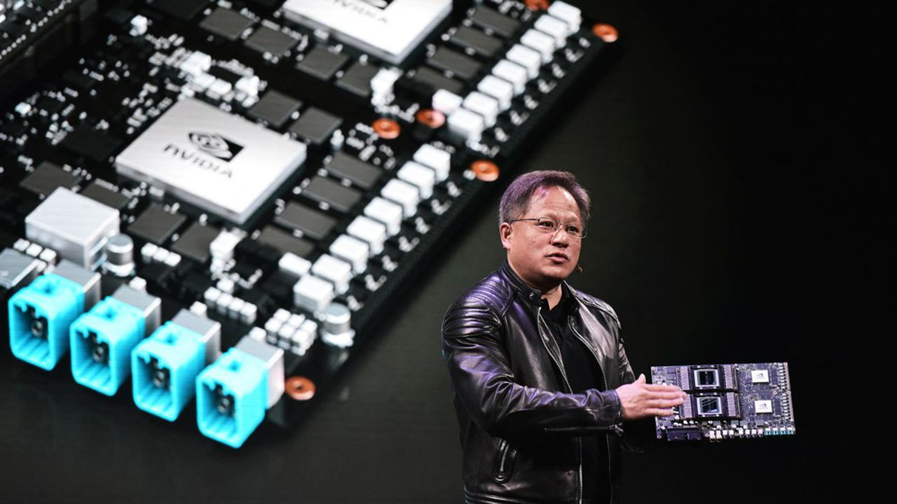 Jensen Huang, le PDG de Nvidia, reste confiant sur l'acquisition d'ARM, malgré les retards et les nombreuses enquêtes.