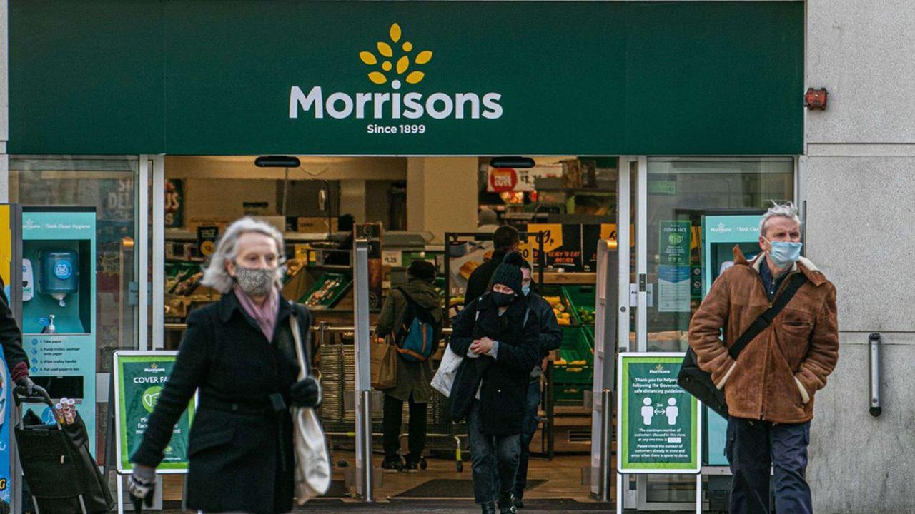 Morrisons a pour particularité de s'approvisionner directement auprès des agriculteurs plutôt qu'auprès de grossistes, ce qui en fait le premier client direct de l'agriculture britannique.
