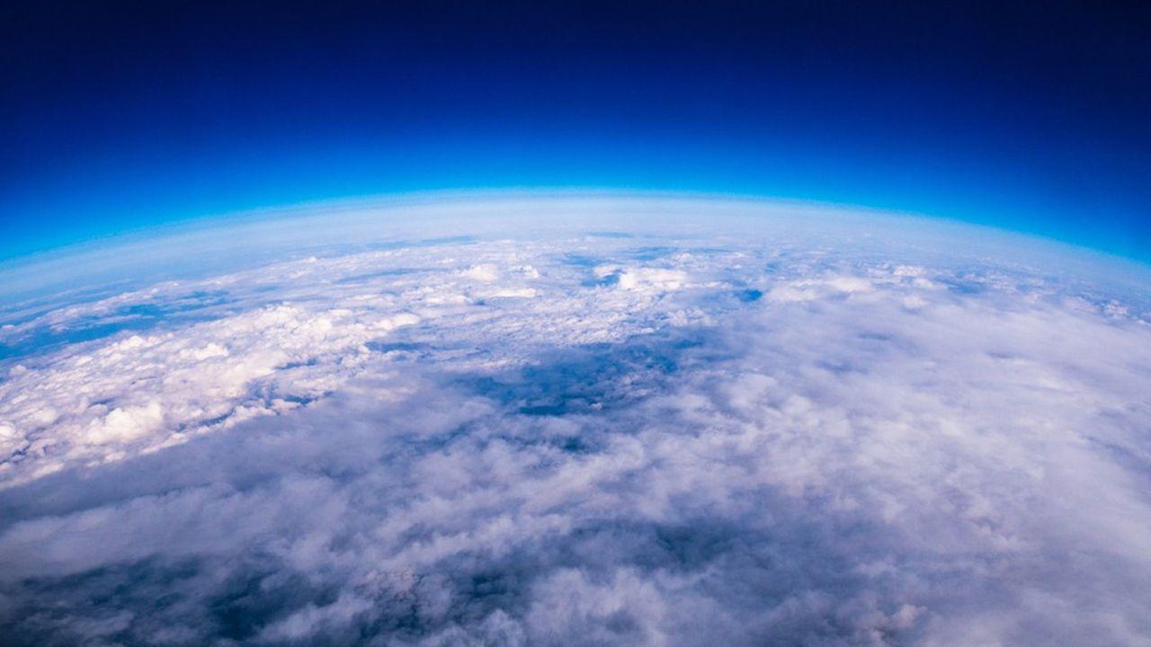 Le protocole de Montréal de 1987 a permis de mettre fin aux gaz CFC qui attaquaient la couche d'ozone. Un modèle de réussite pour l'Accord de Paris de 2015 sur le climat, qui vise l'élimination des rejets de CO2.
