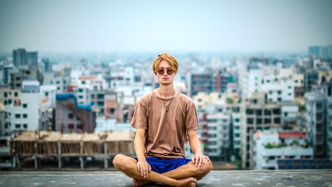 Le niveau de stress psychologique est ressenti plus fortement chez les jeunes adultes, âgés de 18 à 25 ans.