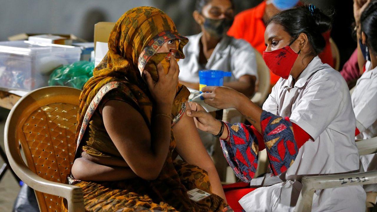 En volume, c'est la région Asie-Pacifique qui sera la plus pénalisée par la lente vaccination, avec 1.700milliards de dollars de pertes de PIB.