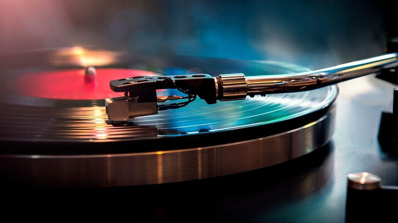 En 2020, le marché du vinyle a dépassé celui des CD pour la première fois depuis 1986 aux Etats-Unis en termes de chiffre d'affaires.