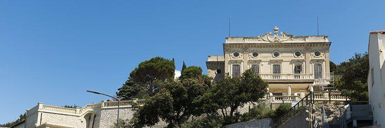 La villa Gabrielle, réplique du Petit Trianon à la mode rococo.