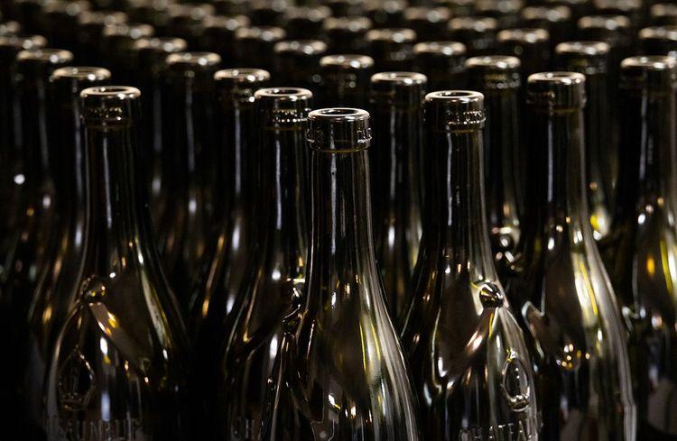 Bouteilles du Domaine du Père Pape, des vignobles Mayard.