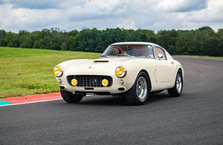 Cette Ferrari 250 GT, recréation de 1962, est estimée entre 750.000 et 950.000 euros.