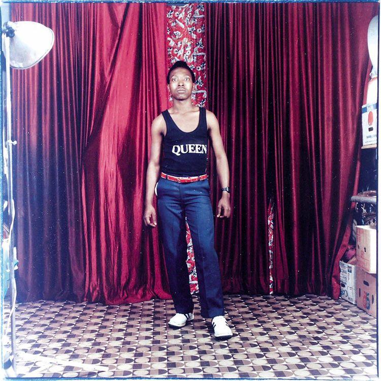 Bob Bobson, « Jeune garçon au tee-shirt Queen», Durban, vers 1995.