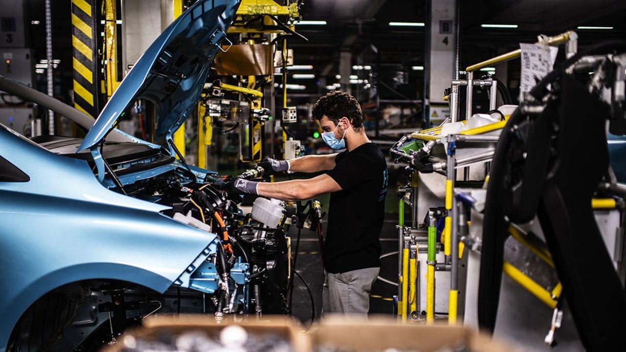 Pour s'adapter au virage électrique imposé par le changement climatique, le secteur de l'automobile devra remplacer ses chaînes de production.