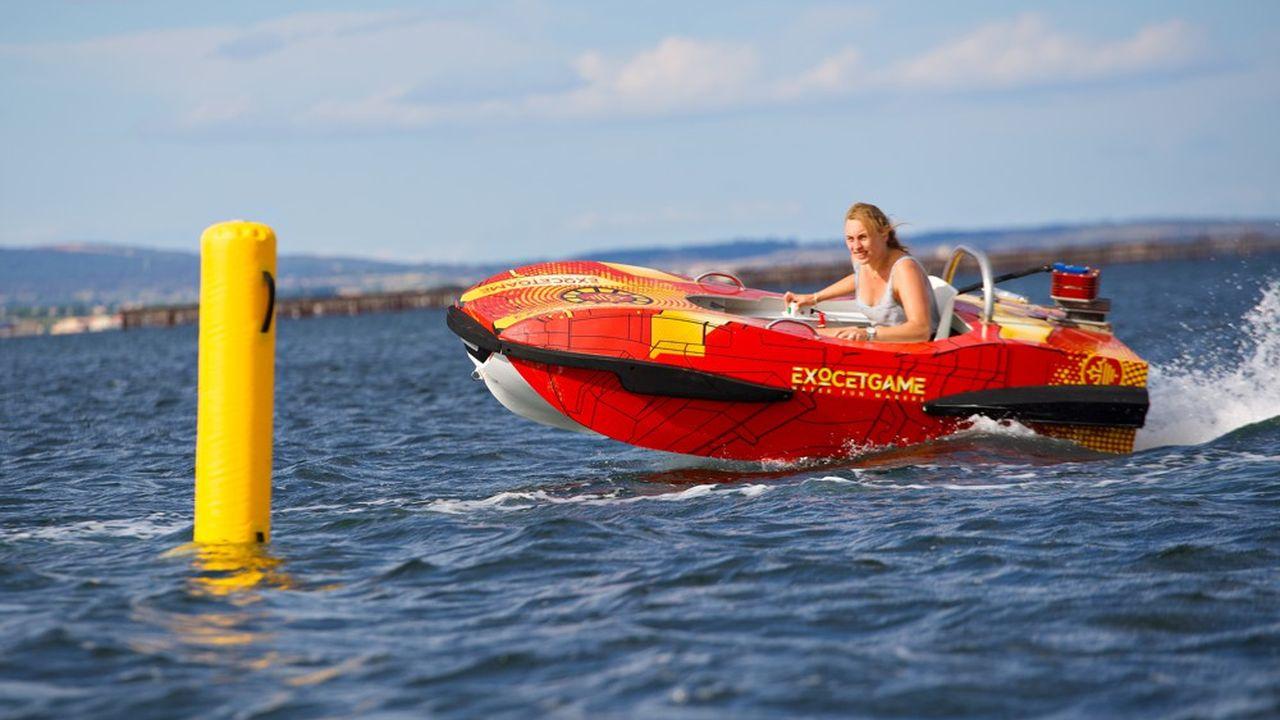 L'Exocet Go Kart est un skimmer à moteur électrique, équipé d'un foil et permettant de pratiquer le karting sur l'eau.