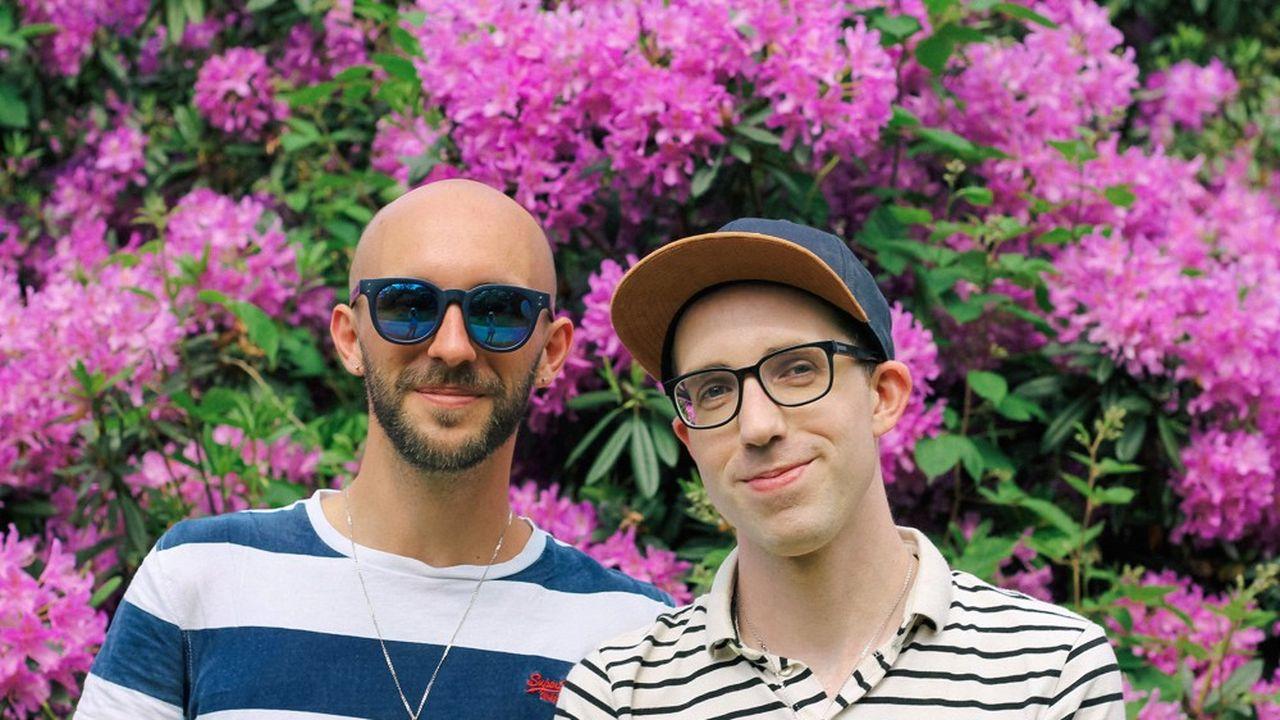 Airbnb alloue des crédits sur le compte Steven Bonnard (à gauche) et Will Peyre et leur fournit une allocation qui couvre leurs frais de transport pour les 12 prochains mois.