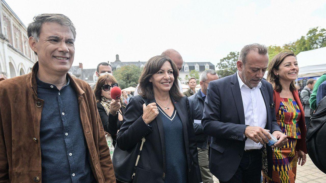 Le premier secrétaire du PS, Olivier Faure (à g.), a ajouté le soutien de son parti à Anne Hidalgo dans sa motion qui sera soumise au vote des militants.