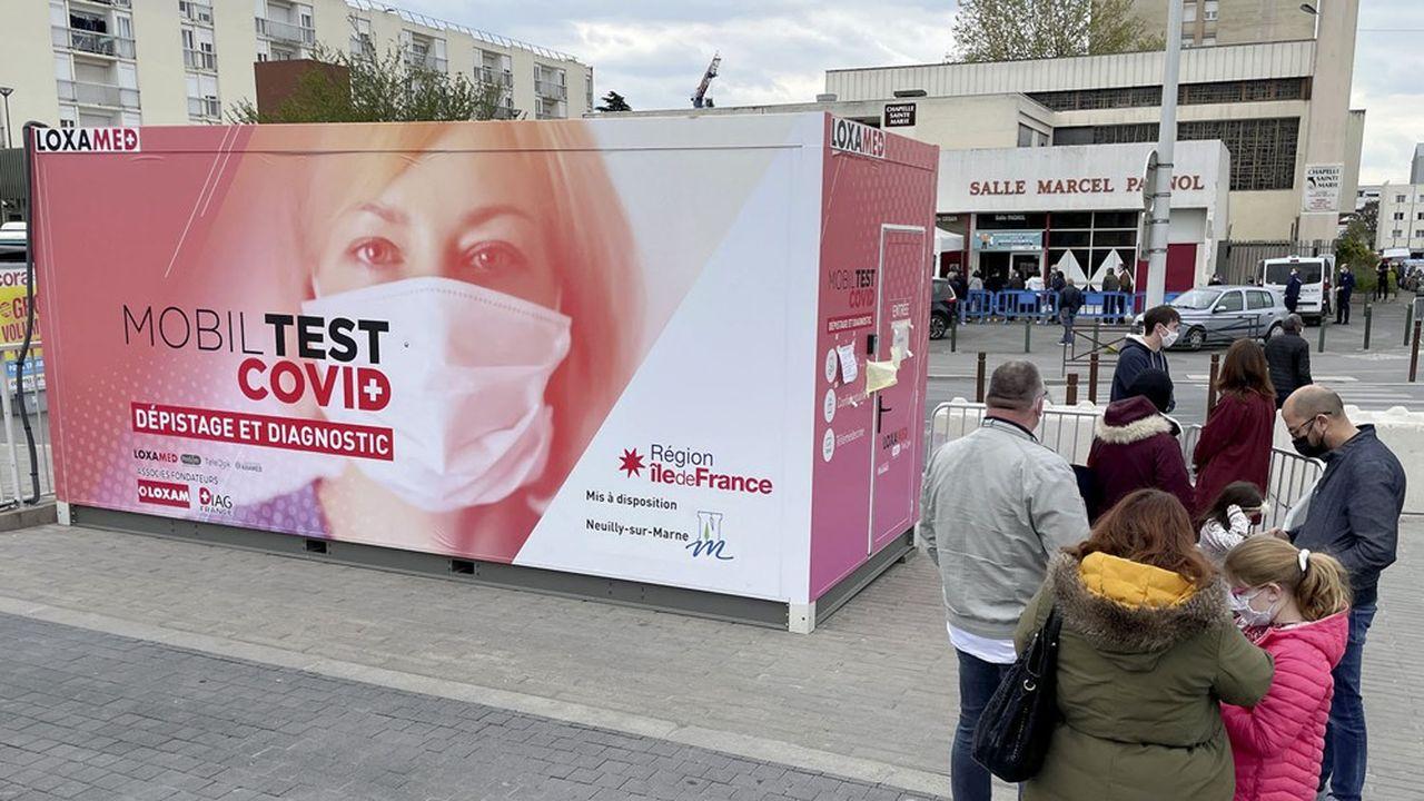 Le Mobil Test Covid, camion itinérant de dépistage et de diagnostic mis en place par la région Ile-de-France.
