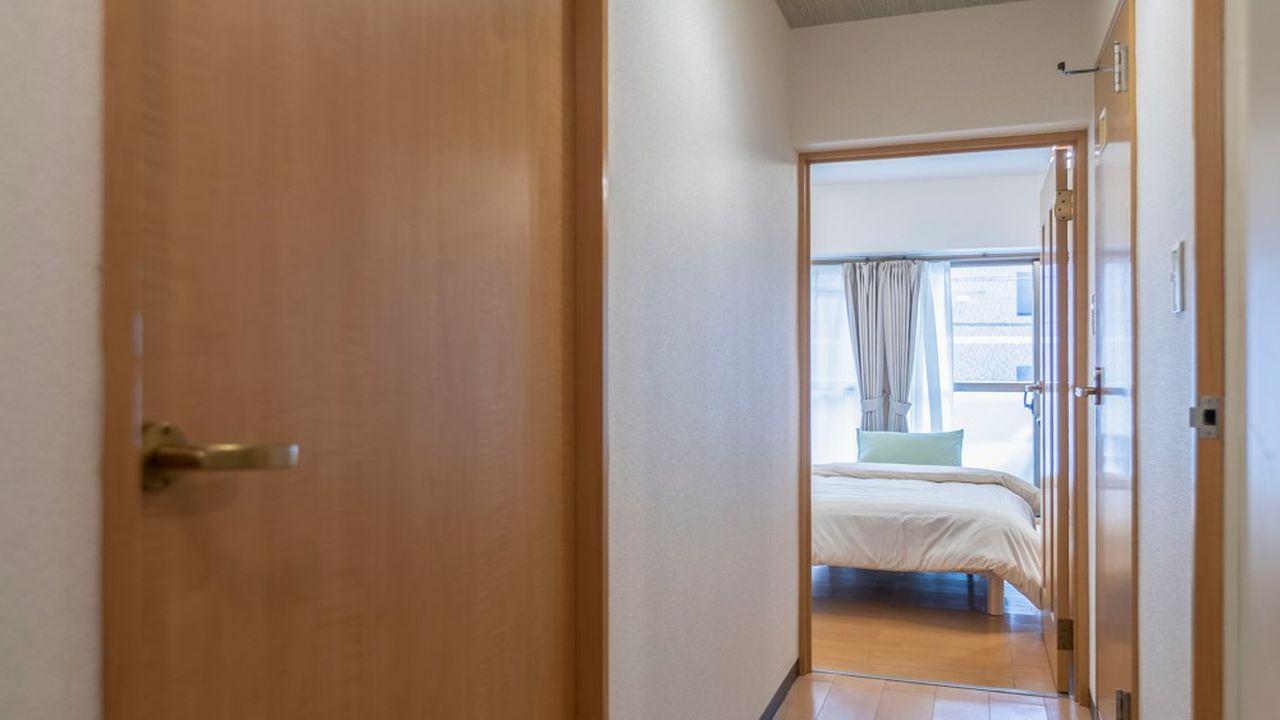 Les logements neufs seraient de plus en plus exigus. Avec des chambres d'à peine plus de 10 mètres carrés en moyenne, selon l'Idheal.
