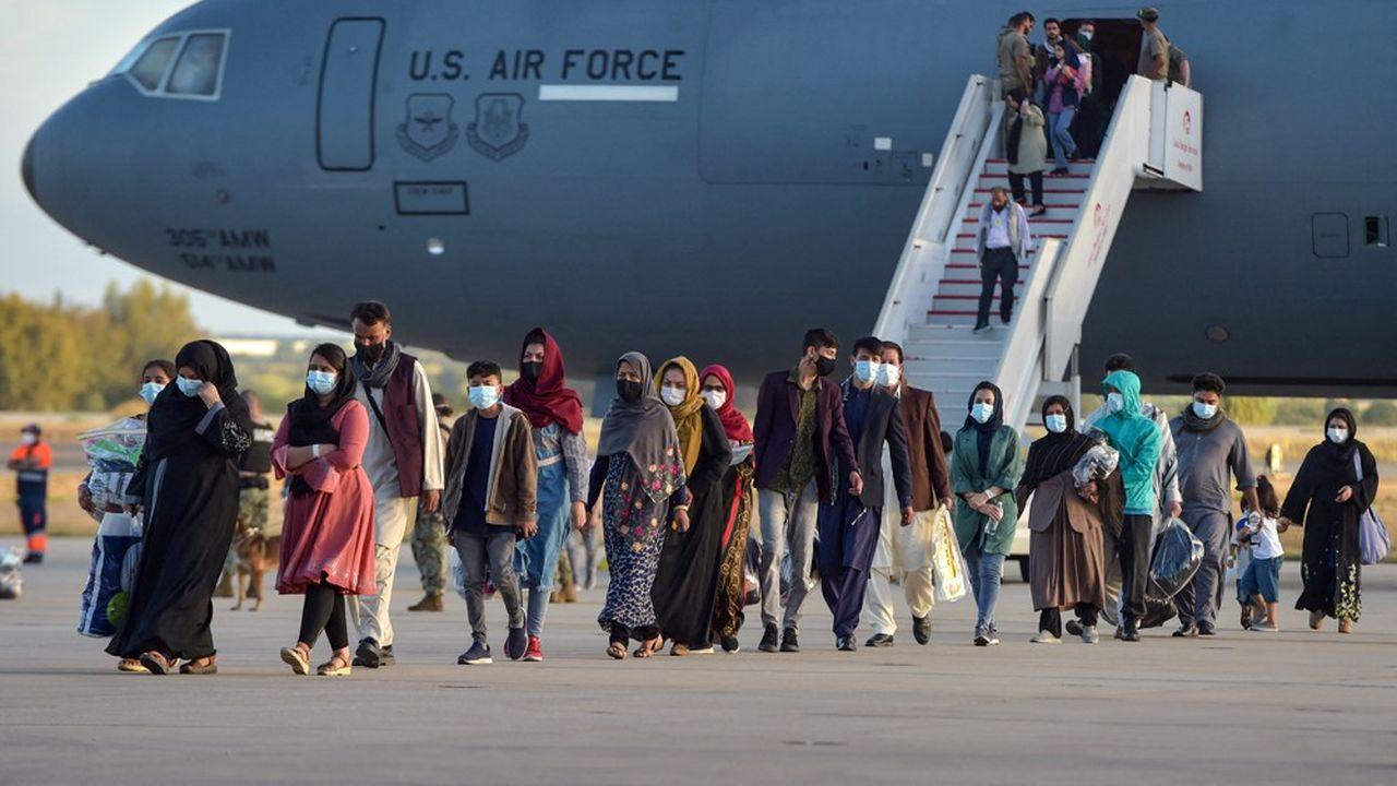 Des réfugiés arrivant en Espagne ce mardi, depuis Kaboul. (Photo by CRISTINA QUICLER/AFP)