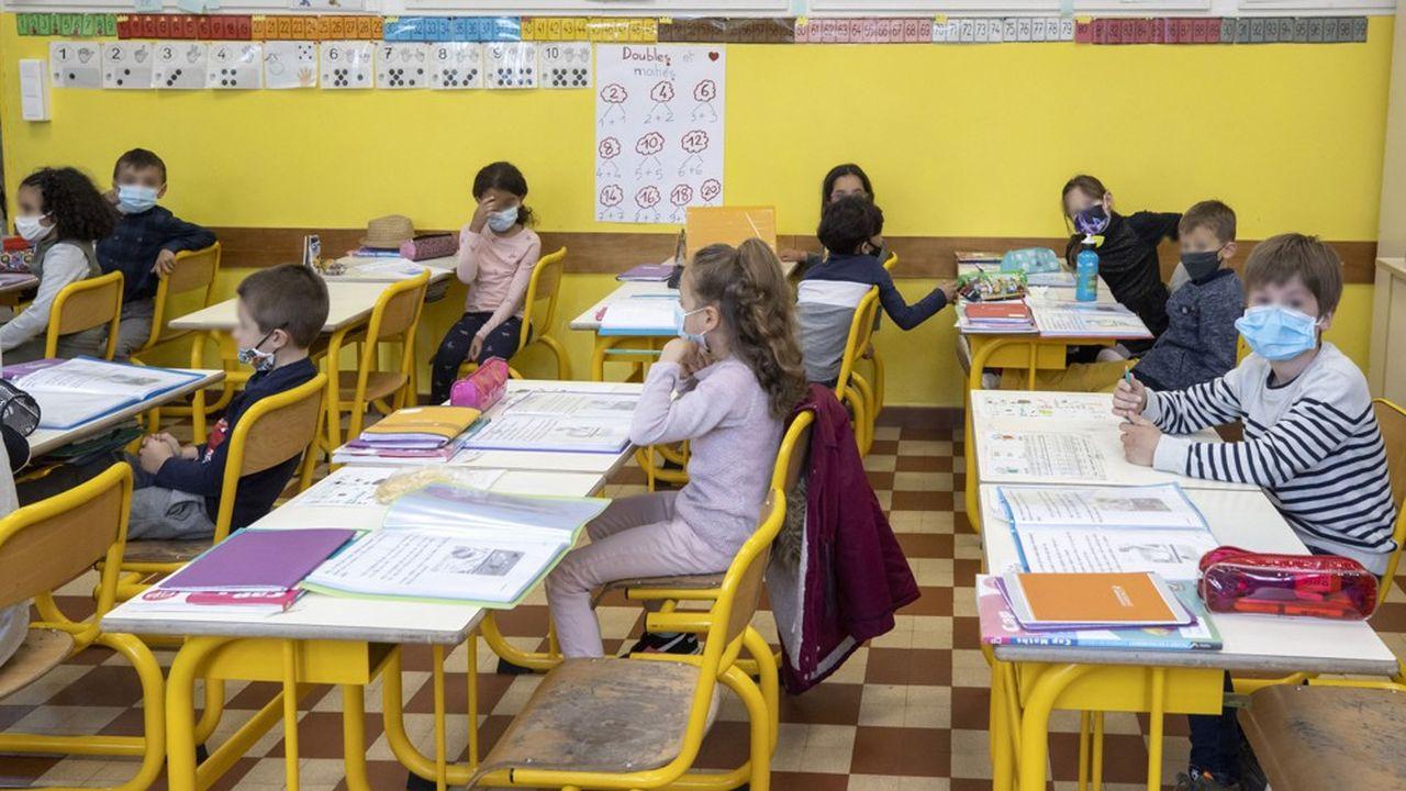 A partir de l'école élémentaire, le port du masque sera obligatoire pour les élèves dans les salles de classe.
