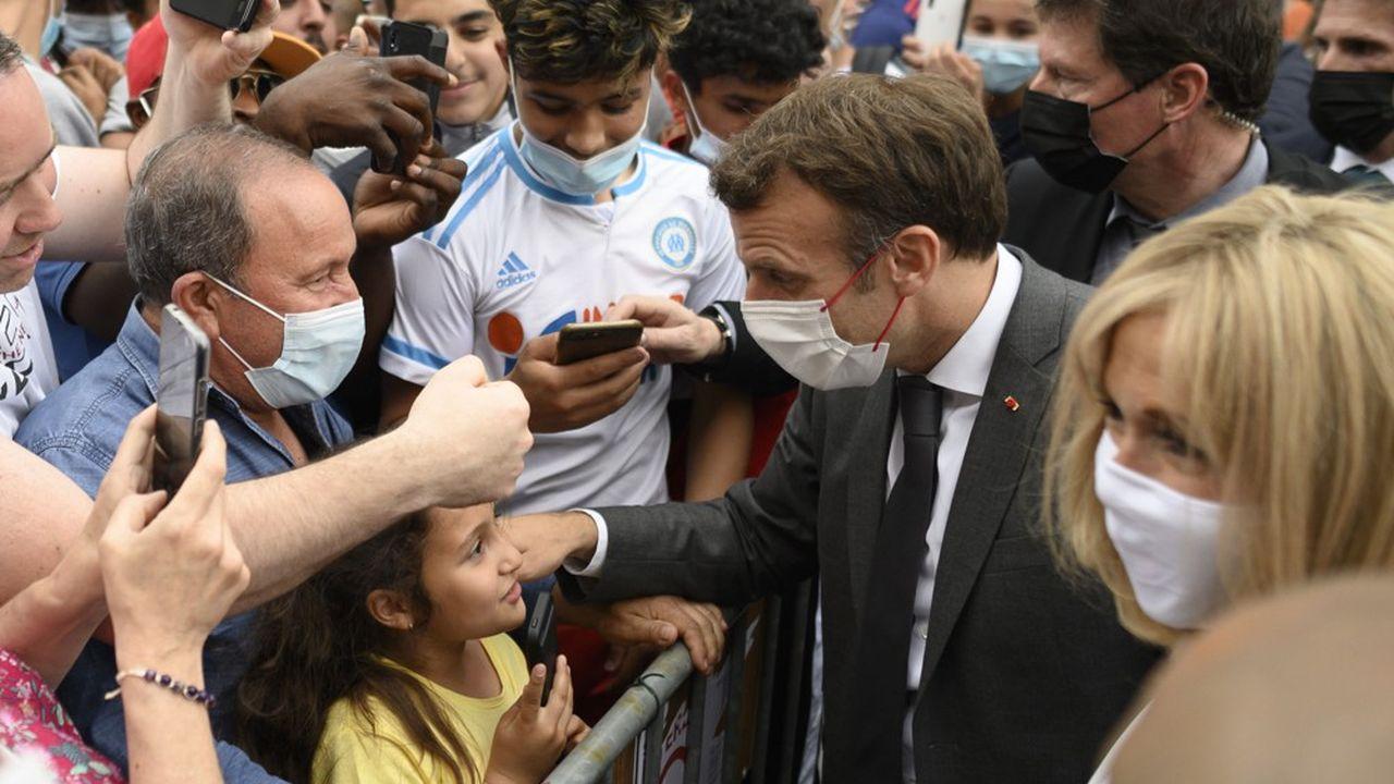 Emmanuel Macron reprend en quelque sorte le «Tour de France» qu'il avait entamé à la veille des élections régionales (ci-dessus à Villers-Cotterets).