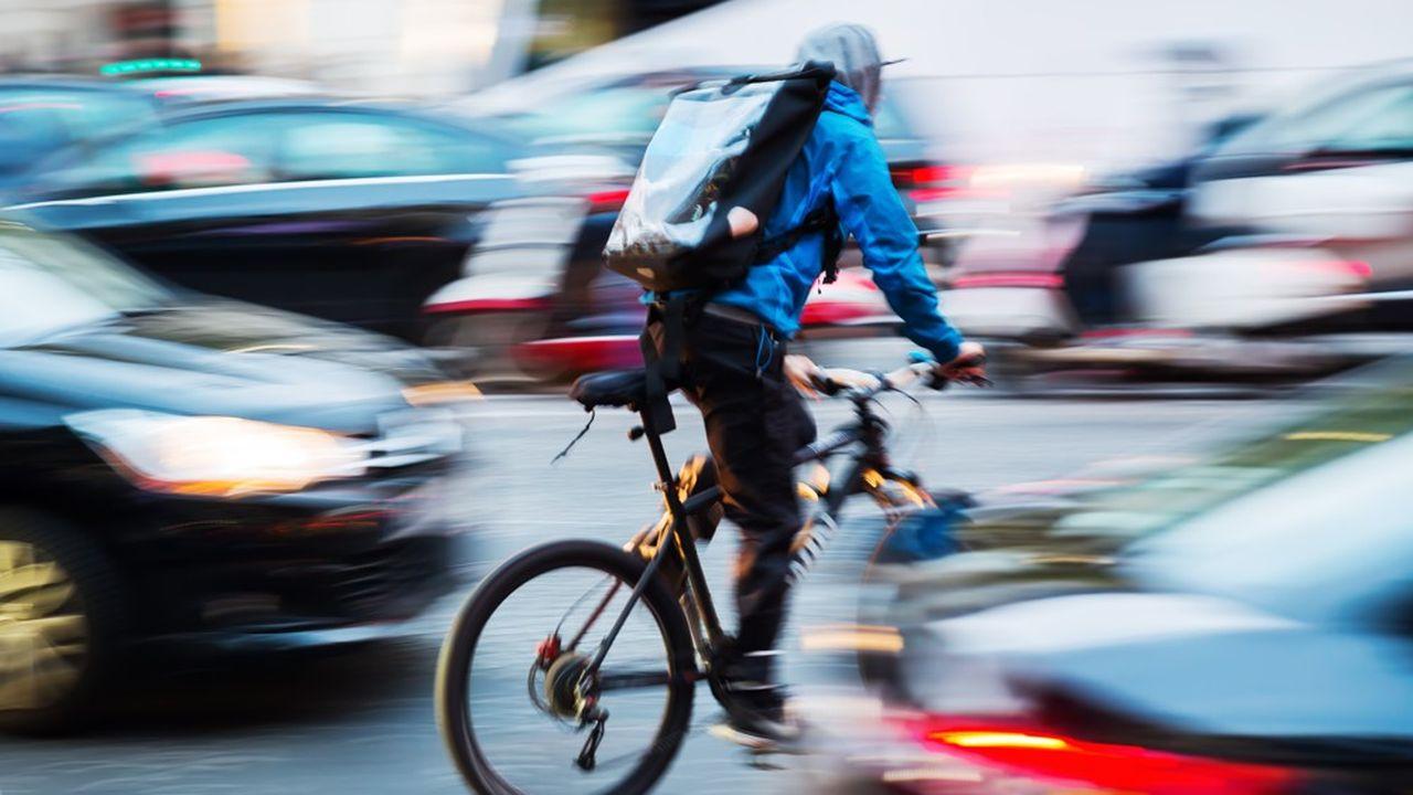 Les livreurs à vélo se multiplient dans les grandes villes.
