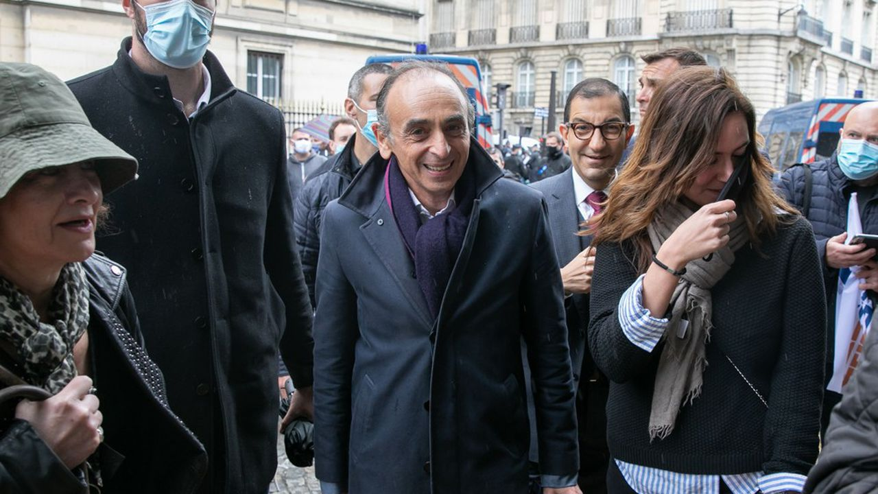 Eric Zemmour lors d'une manifestation de policiers devant l'Assemblée nationale, en mai dernier.
