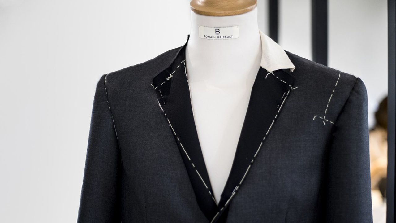 Veste conçue avec la technologie du patron numérique intelligent sur mesure, mise au point par la maison de couture Romain Brifault.