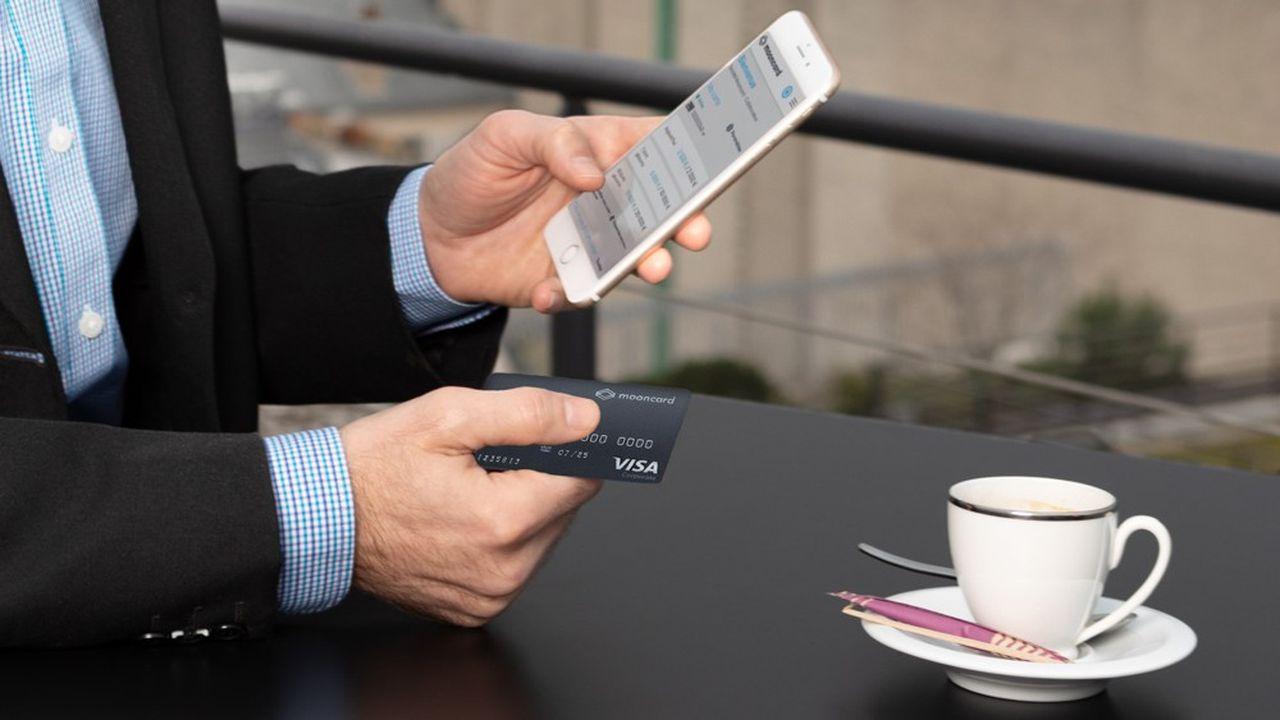 Une fois le paiement effectué avec la carte, il suffit de prendre une photo du reçu pour transmettre ses factures.