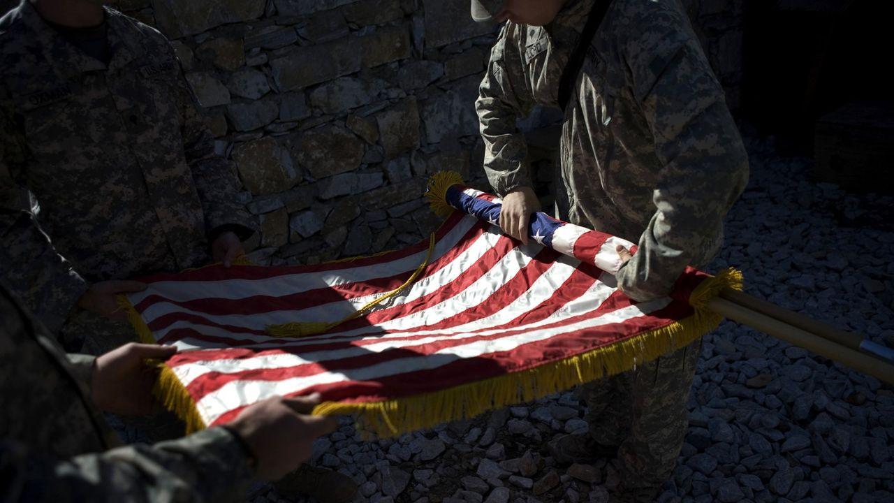 Le dernier soldat américain a quitté cette semaine le sol afghan, près de vingt ans après l'arrivée des premières troupes dans le pays. Deux décennies de combats, de drames, et de changements de stratégies au gré des administrations.