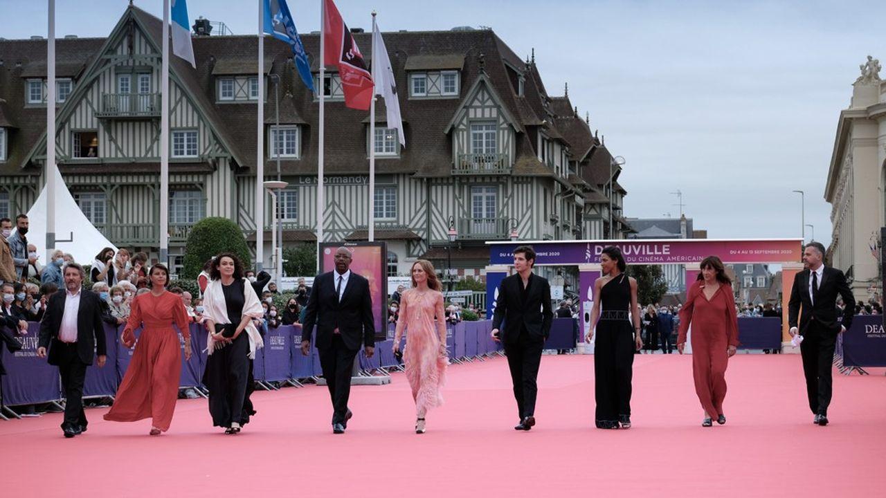 Déroulé du vendredi3 au dimanche 12septembre, le tapis rouge du Festival de Deauville, sera cette année recyclé pour devenir un isolant dans le bâtiment.