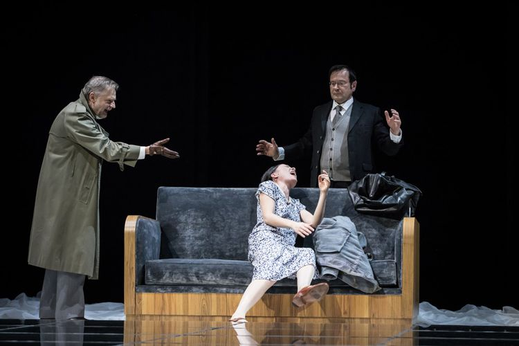 «Comme tu me veux» de Luigi Pirandello, mis en scène par Stéphane Braunschweig à l'Odéon.