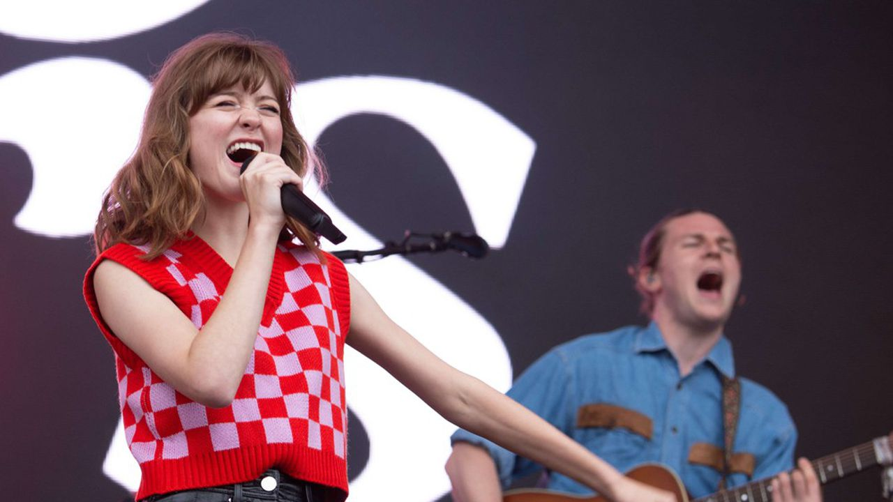 Jeune anglaise protégée d'Ed Sheraan, Maisie Peters sort son premier disque de pop acidulée.