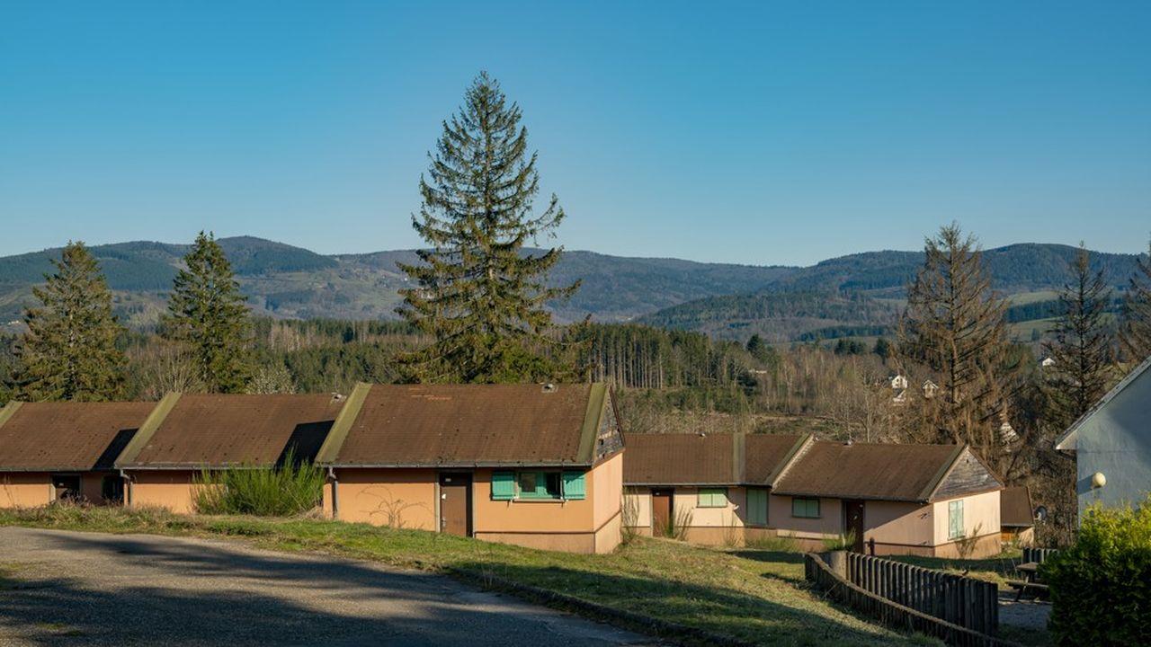 Les cabanes se veulent le plus sobre possible, sans porte, avec peu de prises électriques et de lumière artificielle.