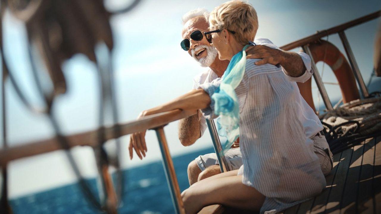 Même si le taux d'épargne diminue, il reste positif; le vieillissement de la population entraîne donc une augmentation de la richesse globale.