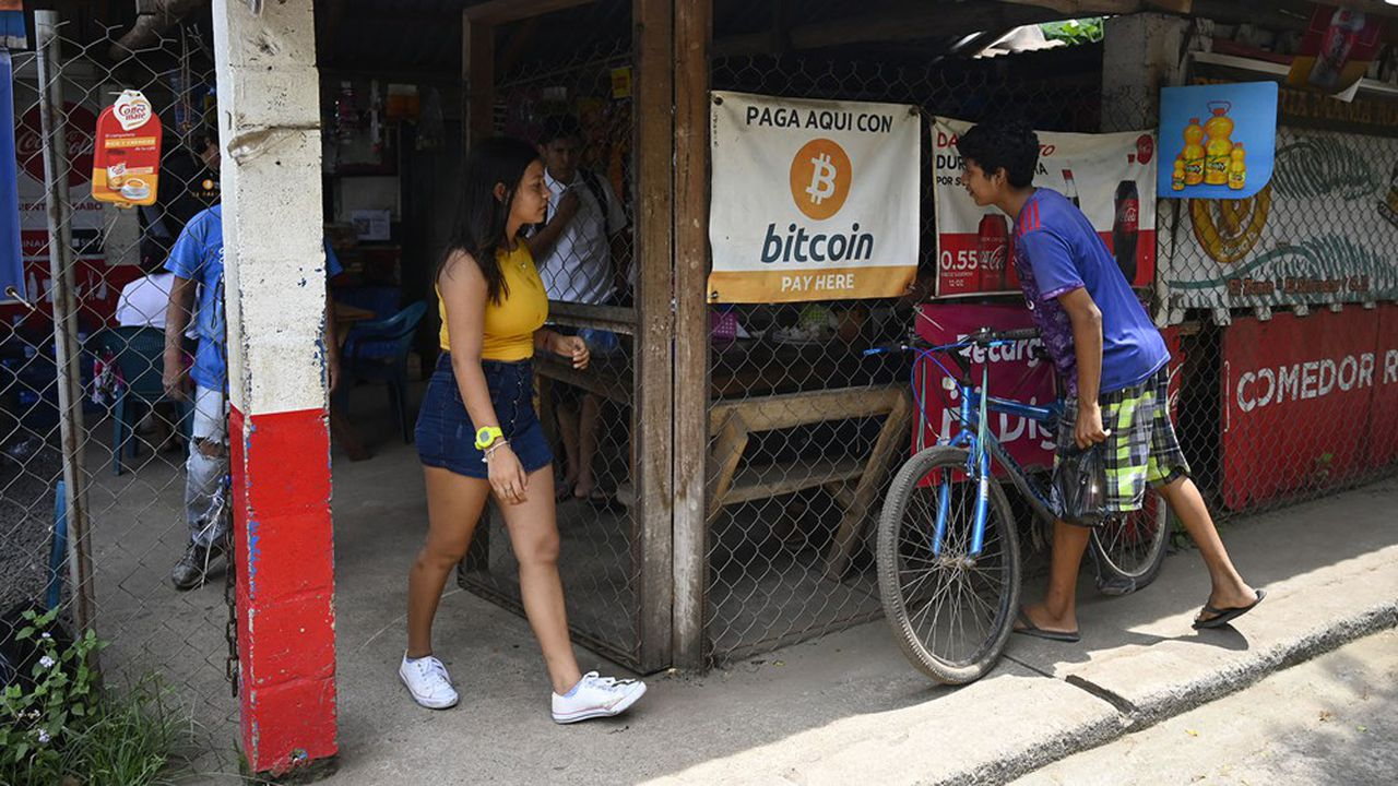 Le bitcoin est déjà utilisé comme monnaie de paiement depuis 2019 à El Zonte, une station balnéaire salvadoriennesurnommée «Bitcoin beach».