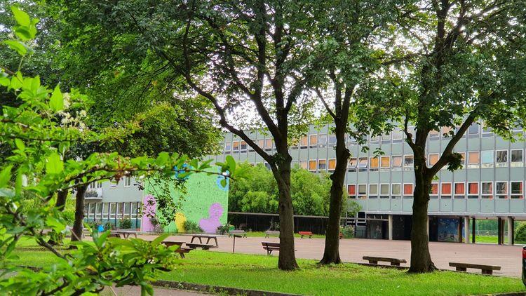 «L'Education nationale ne peut pas vivre en circuit fermé», soutient la proviseure du lycée Paul-Valéry, Françoise Sturbaut.