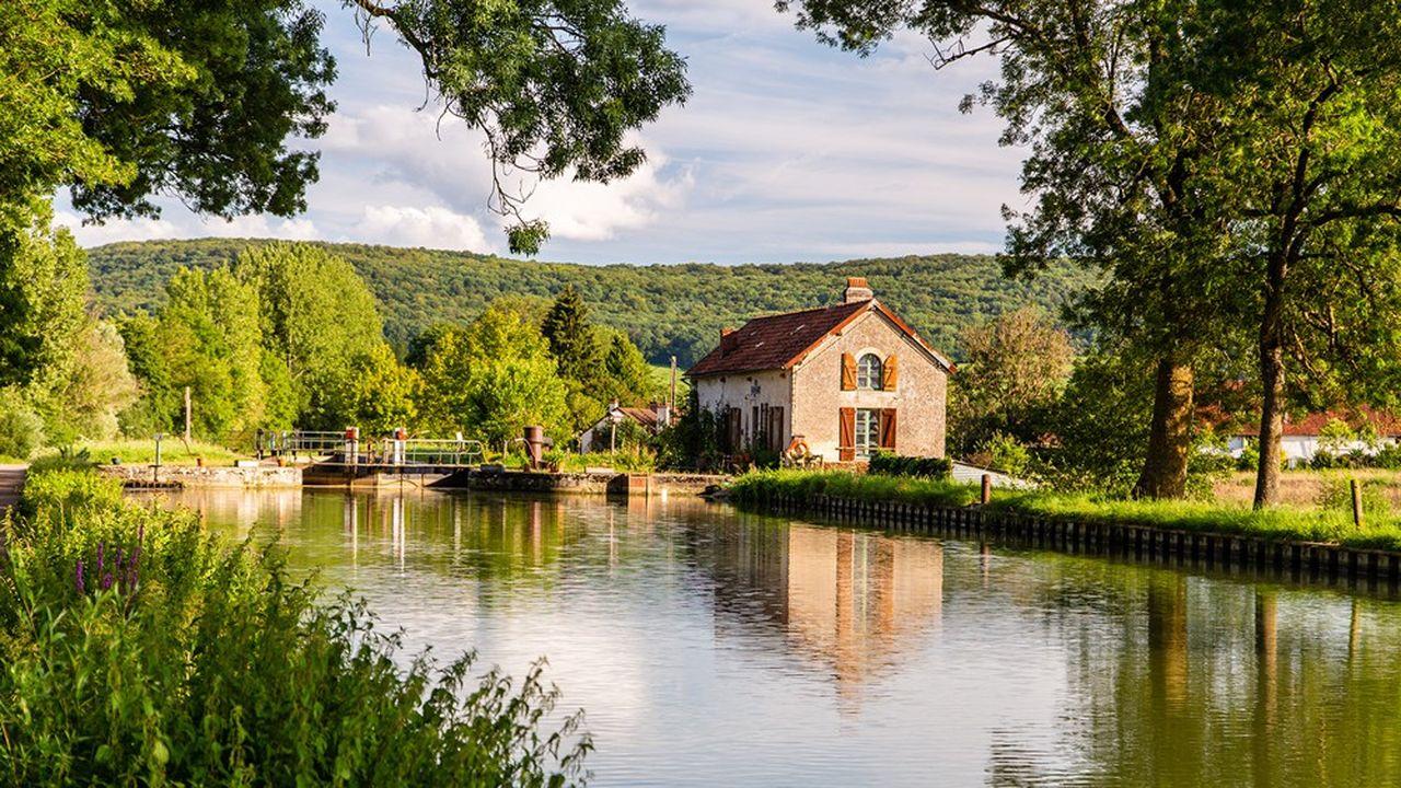 L'appétit des ménages français habitants des grandes villes pour davantage de qualité de vie, de verdure et d'espace se confirme mois après mois.