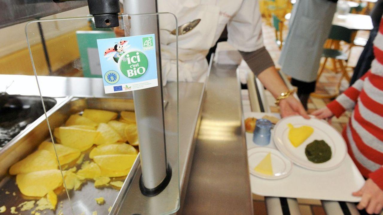 Le gouvernement veut que l'offre bio dans les cantines passe de 4,5% en 2018 à 20% en 2022.