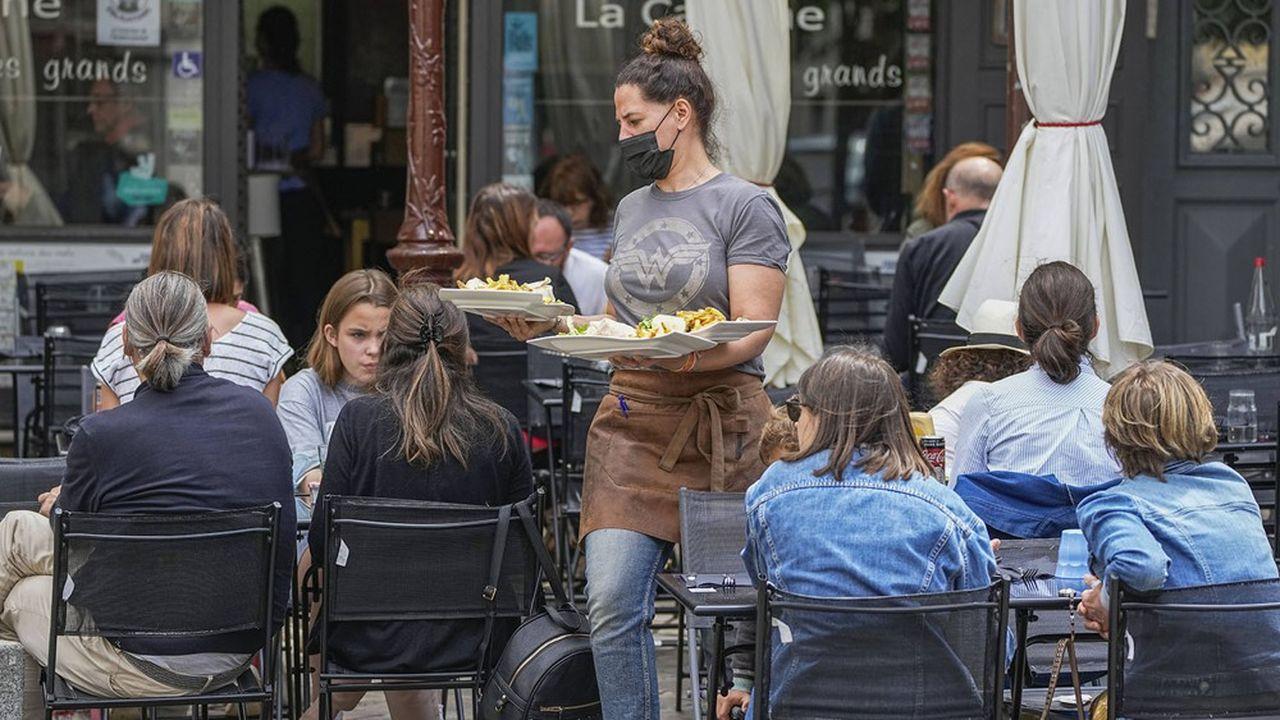 La hausse des factures de cartes bancaires dans les restaurants a nettement ralenti après l'introduction du passe sanitaire.
