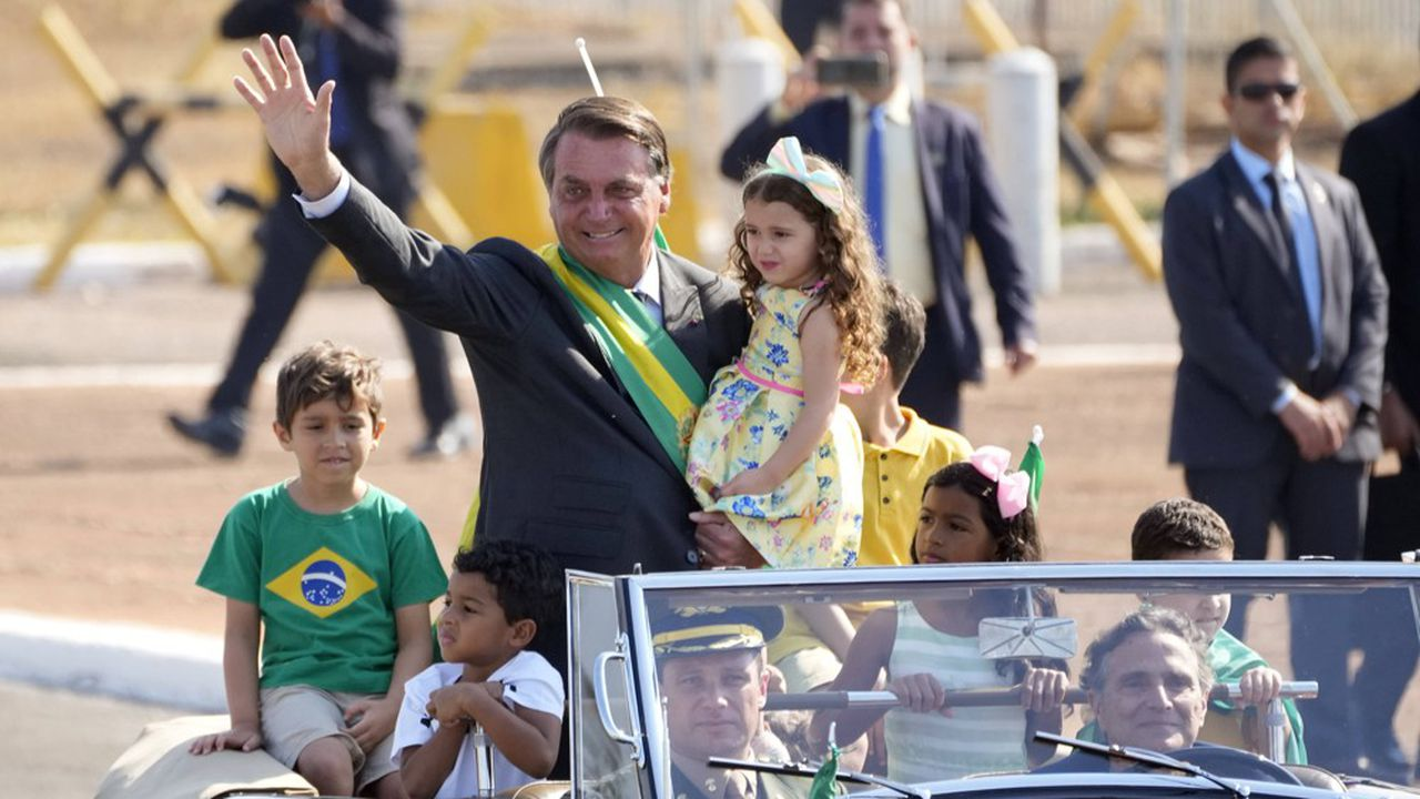 «Seul Dieu pourra me déloger [du pouvoir]», a notamment déclaré le président d'extrême droite Jair Bolsonaro.