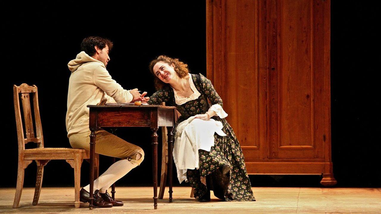 Zelinda (Joséphine de Meaux) et Lindoro (Félicien Juttner) dans leur danse d'amour jaloux.