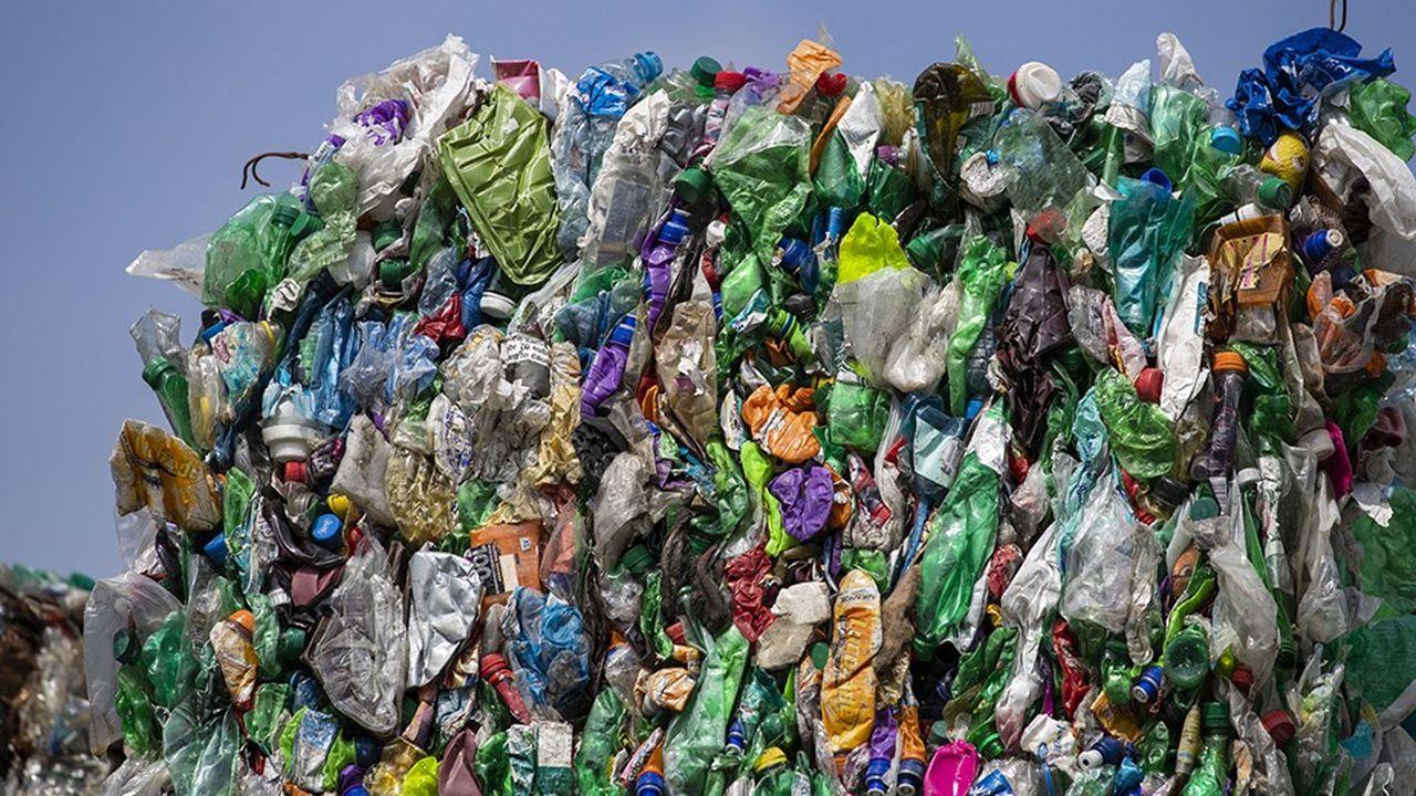 Emballages plastiques en attente de traitement dans un centre de recyclage aux Pays-Bas.