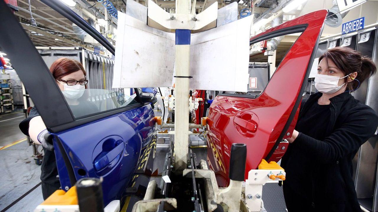 Les ventes à l'étranger de voiture ont souffer des pénuries subies par l'industrie automobile.