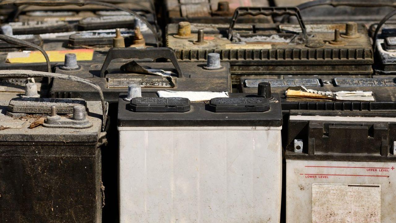 Les déchets dangereux, et notamment les batteries de voitures, s'accumulent sur l'île.