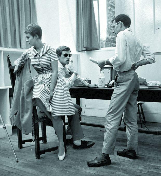 Jean-Luc Godard dirigeant Jean-Paul Belmondo et Jean Seberg dans « À bout de souffle», en septembre 1959.