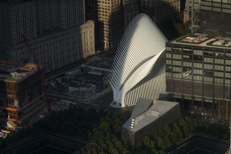 L'Oculus, surnommé «l'arête de poisson» par les New-Yorkais, abrite un mall et la nouvelle gare.